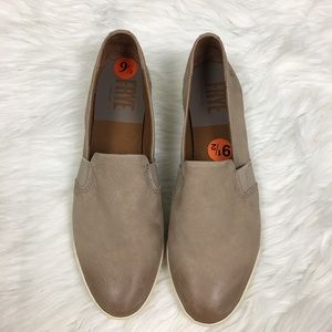 Frye Slip On Leather Shoes Size 9.5M